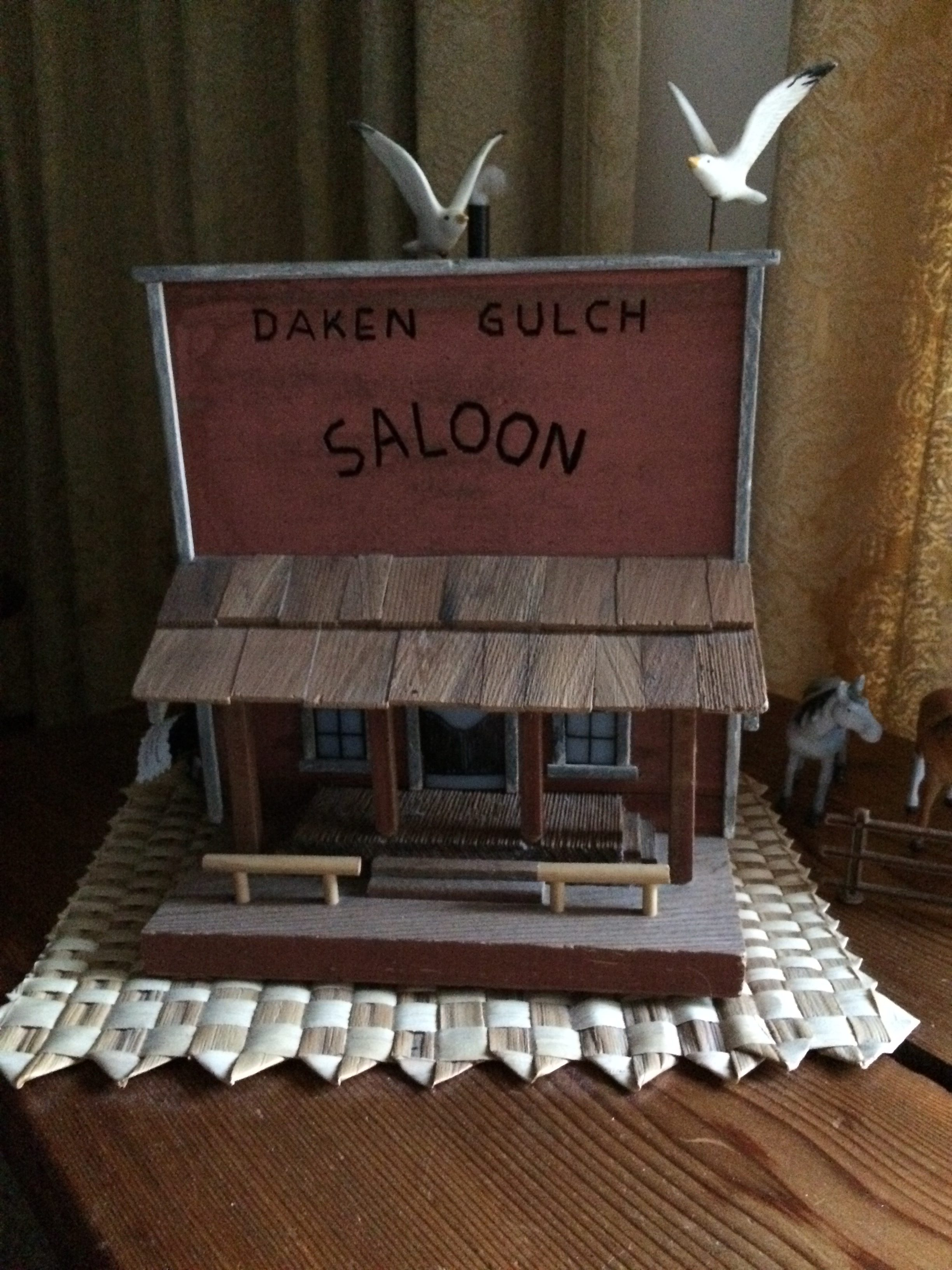 DAKEN Saloon - bird house creation
